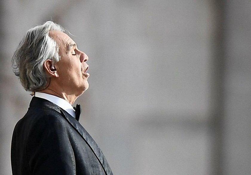 Niezwykły koncert. Andrea Bocelli wystąpił samotnie w katedrze w Mediolanie
