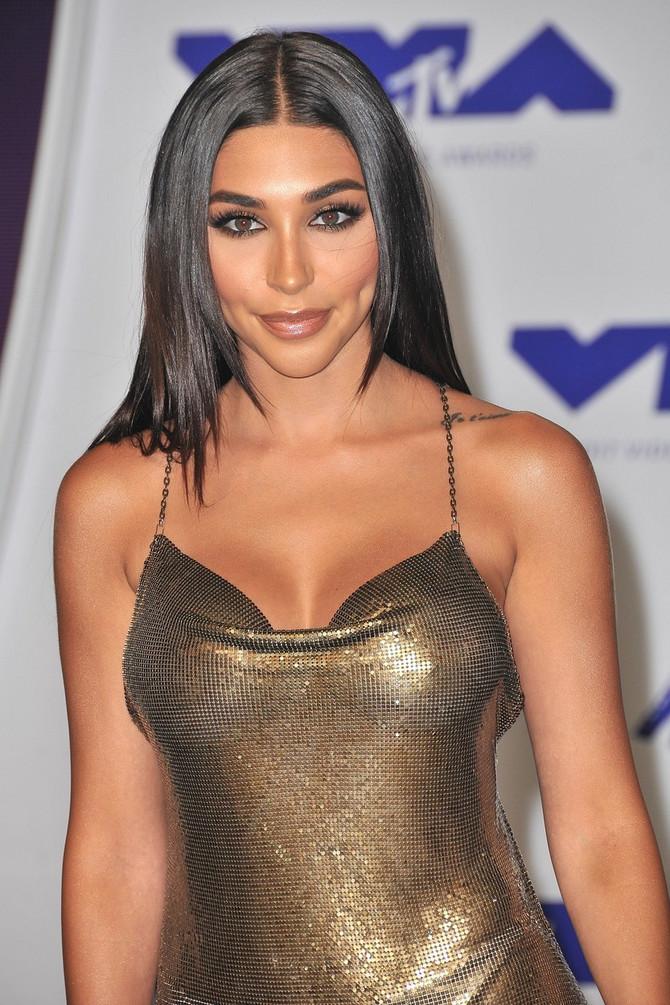 Imala je operaciju povećanja, pa smanjenja grudi - liči li i vama na Kim?
