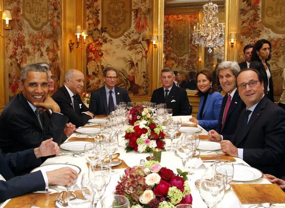 Čarls Kapčan sa Barakom Obamom, i drugim američkim i evropskim zvaničnicima