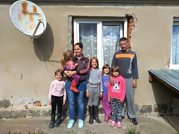 Sedmočlana porodica Košanin: samo kad bismo mogli da renoviramo kuću, sve bi bilo lakše