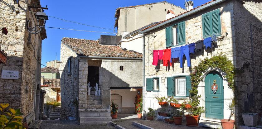 Pamiętasz domy za 1 euro? Nowi właściciele mają teraz problem...
