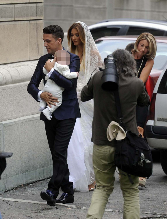Željko i Jovana sa sinom Kostom pristižu u crkvu na Dorćolu