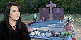 Na nowym pomniku Krawczyka wdowa zostawiła kartkę. Napisała na niej osiem słów [ZDJĘCIA]