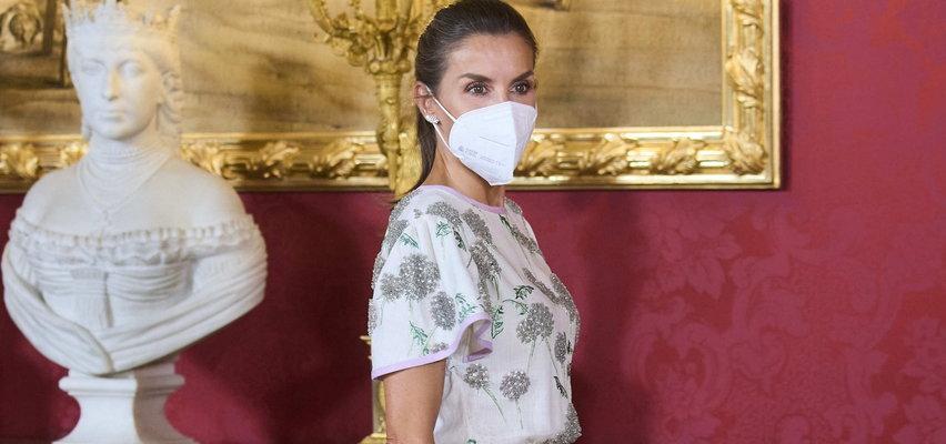 Królowa Hiszpanii Letizia znowu wszystkich zaskoczyła. Wystąpiła w sukience teściowej sprzed 40 lat