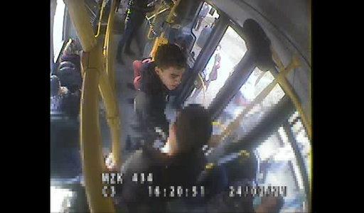 Brutalne pobicie w autobusie. I to z jakiego powodu! Przerażające wideo z Bydgoszczy