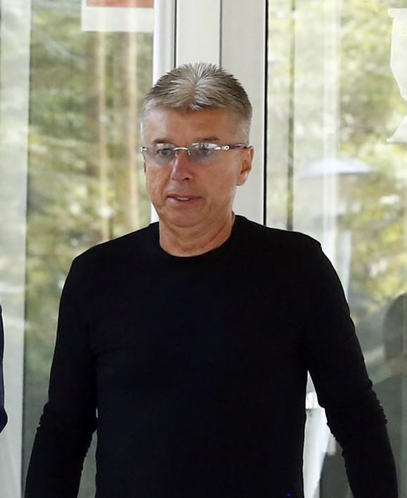 Opljačkani Saša Popović tvrdi da je vrednost satova koji su mu nestali  142.000 evra i zbog toga je tužilaštvo naredilo njihovo veštačenje