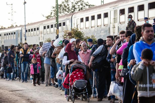Uchodźcy na stacji kolejowej na Węgrzech