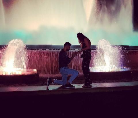 Pevač zaprosio devojku u Barseloni!