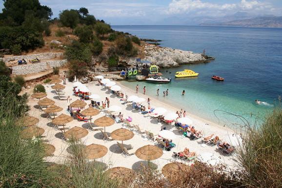 Krf je najposećenije Jonsko ostrvo. Velik broj plaža i zaliva, kristalno čisto more, bujna vegetacija...