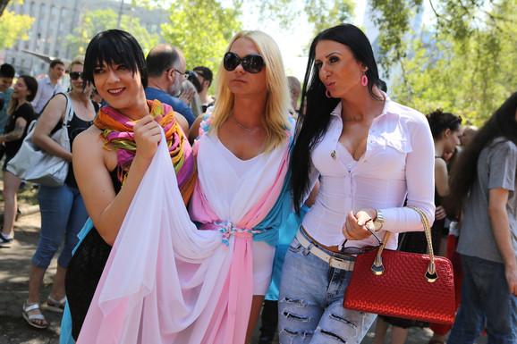 Štefica (levo) došla je da istakne problem transrodnih osoba