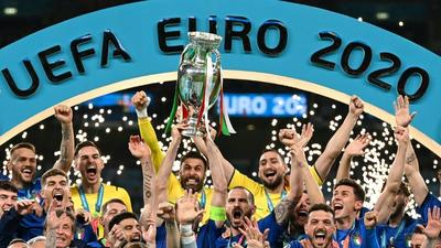 Victorious Italy feted as heroes in Rome after England victory