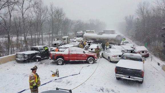 Sneg paralisao Ameriku: Nesreća u Konektikatu