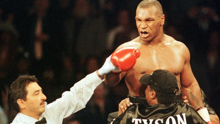 Mike Tyson po wygranej z Andrzejem Gołotą (fot. AFP)