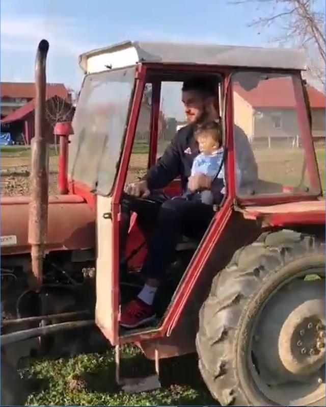 Stefan Birčević na traktoru