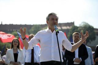 'Nagonka na osoby LGBTI '. Biedroń wzywa KE do 'konkretnych działań wobec polskich władz'