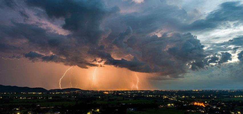 Pogoda. IMGW ostrzega. Będzie deszczowo. Gdzie pojawią się burze z gradem?