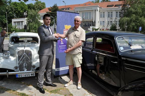 Vuk Mirčetić uručio je zahvalnicu predsedniku kluba Branku Vidoviću