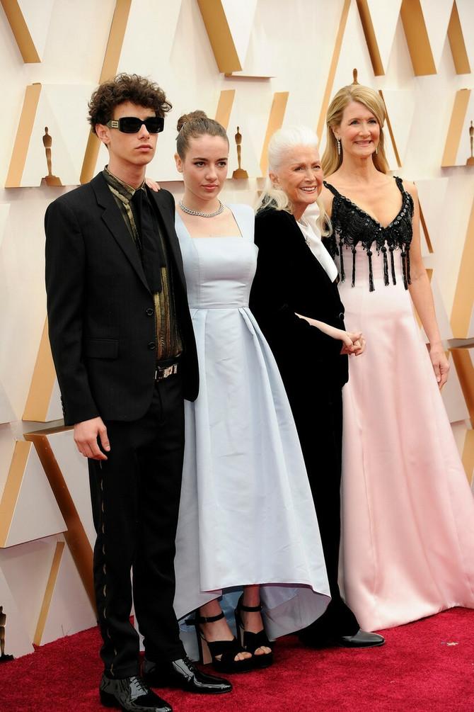 Lora Dern sa majkom  i decom