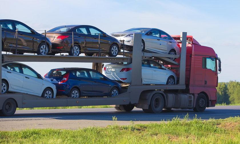 Jakie auta kupują Polacy? Średnia wieku to 11 lat