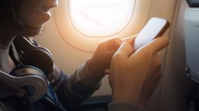 Kobieta została poparzona podczas lotu. Wybuchły jej słuchawki