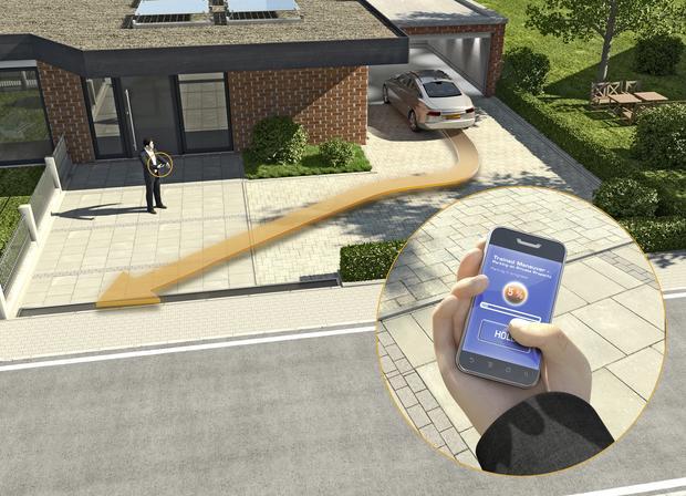 Samochód może zapamiętać przebieg drogi (nawet kilkaset metrów) - w obie strony.