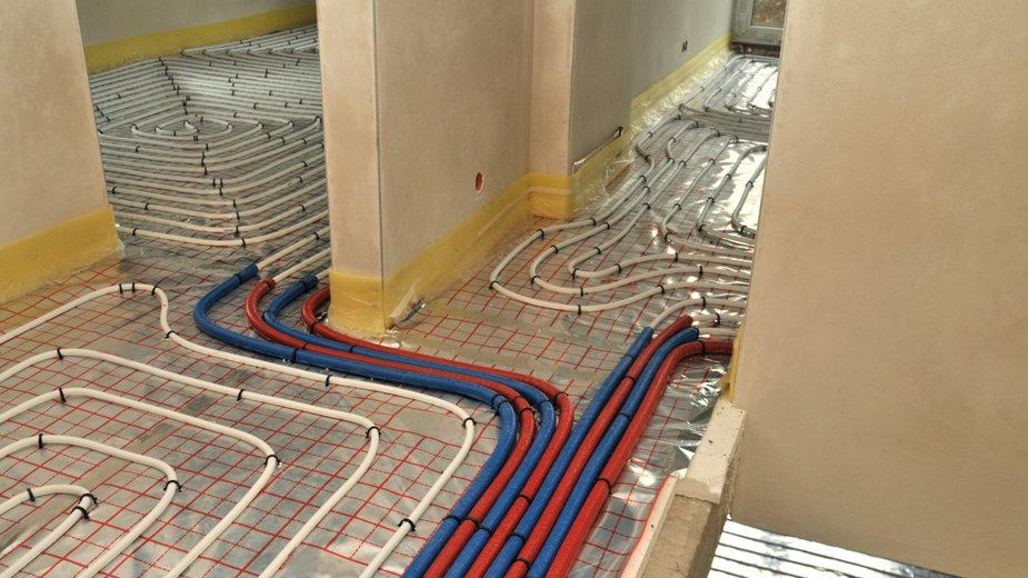 Instalacja ogrzewania podłogowego przed wykonaniem posadzki - PAWEL/stock.adobe.com