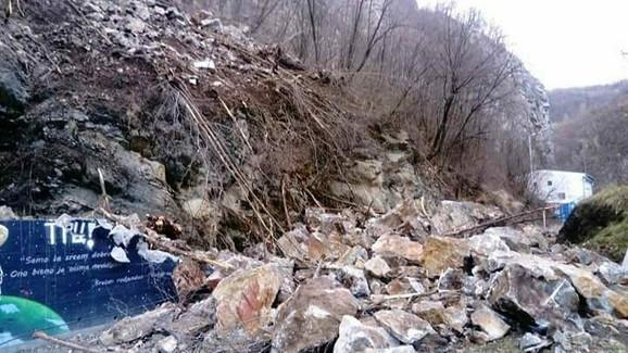 Na ulasku u klisuru na šetalište se survalo nekoliko tona stenja
