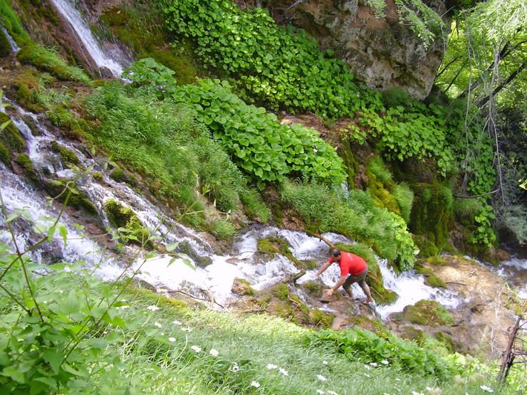 Zaljubljenik u prirodu na planinarenju