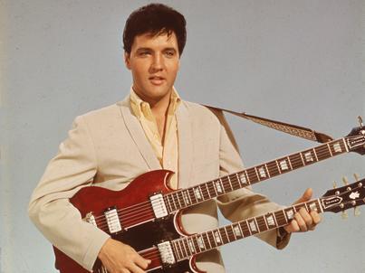 Elvis Presley, król rock and rolla, został znaleziony martwy 16 sierpnia 1977 roku w swoim domu