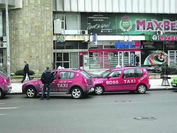 Inspektori tvrde da nemaju ingerencije: Legalni kruševački taksisti