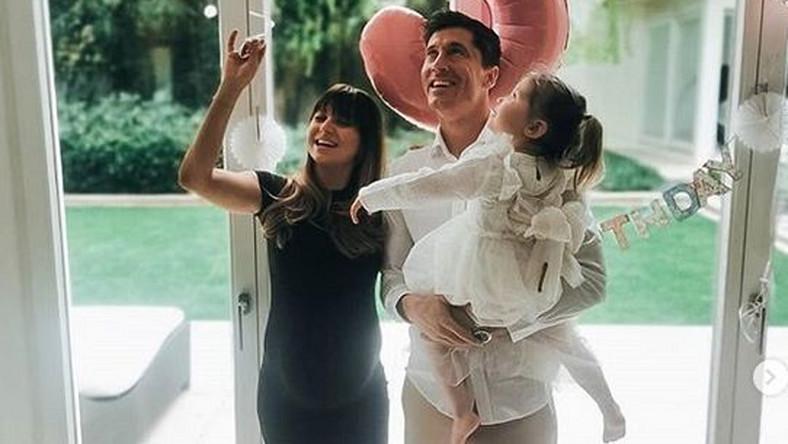 Anna i Robert Lewandowscy z córką Klarą