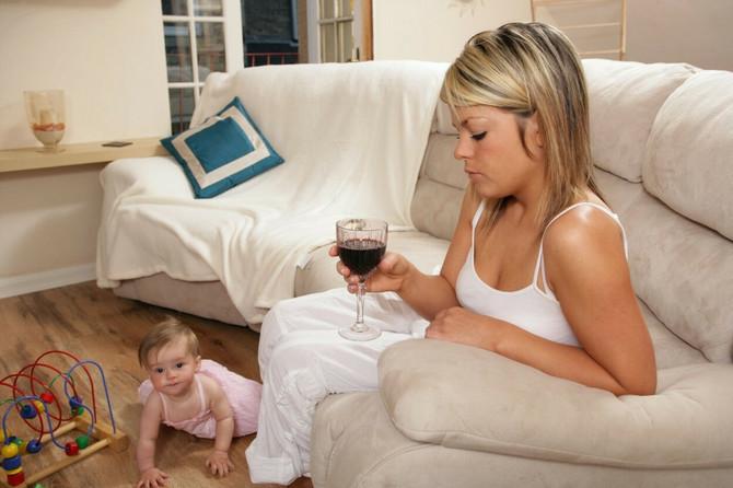 Majka kaže da uznemirenost leči vinom