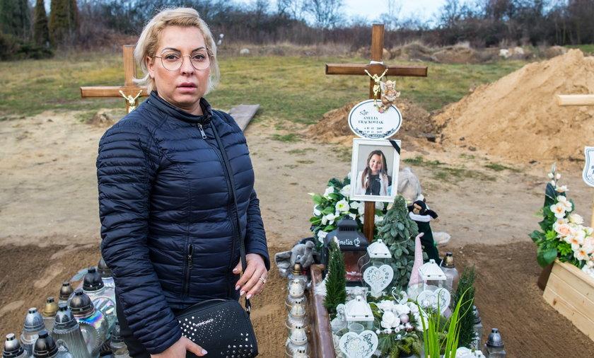 Grabarz wykopał Amelkę z grobu