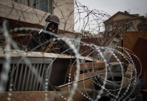 Prorosyjscy demonstranci okupują budynki administracji w Doniecku. Fot. EPA/ROMAN PILIPEY