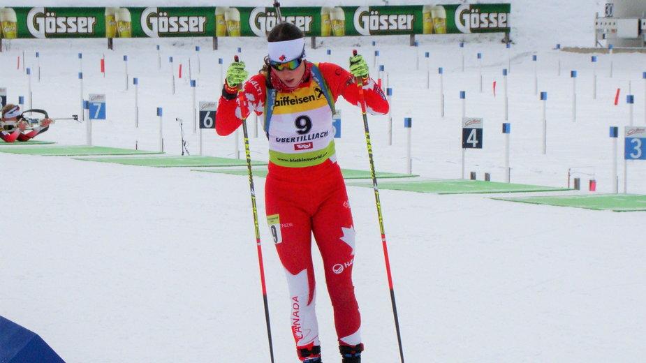 Megan Bankes podczas zawodów Pucharu IBU w Obertilliach