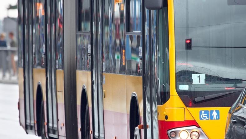 18-latek strzelał do autobusu z broni pneumatycznej. Pasażerom nic się nie stało