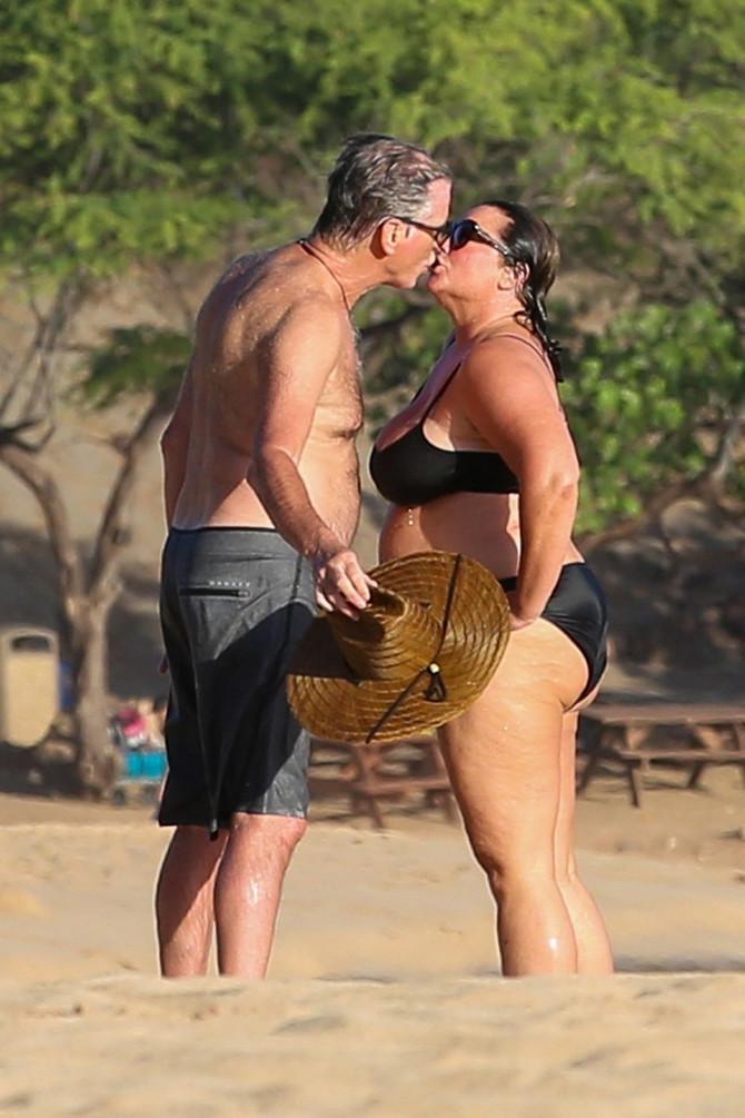 Pirs Brosnan sa suprugom u Italiji