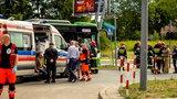 Autobus miejski rozbił się o słupy. Wielu rannych