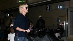 Charlize Theron z dziećmi na lotnisku