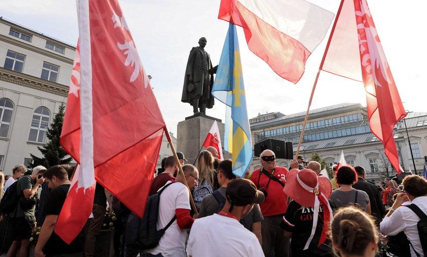 Protest antyszczepionkowców w Warszawie.