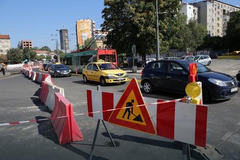 Trg Slavija ograđen saobraćajnim znacima
