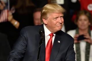 'Le Monde' o decyzji Trumpa: Wykracza poza kwestię klimatu