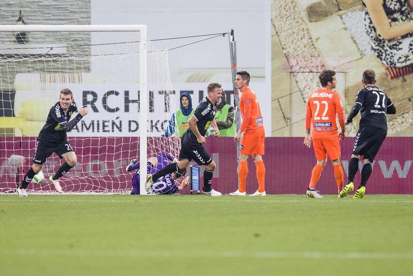 Ekstraklasa TV: Bruk-Bet Termalica Nieciecza - Korona Kielce 1:3. Skrót wideo gole