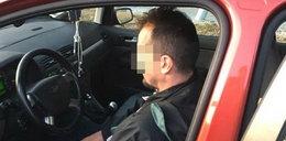 Ratownik medyczny zatrzymał pijanego kierowcę. Na siedzeniu miał dwie butelki wódki i nalewkę