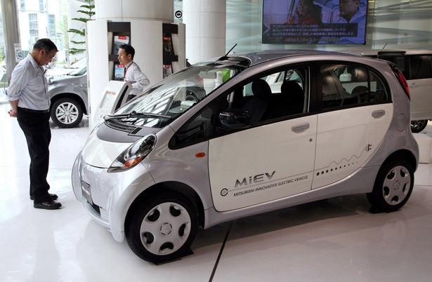 Mitsubishi i-MiEV na wystawie w głównej siedzibie spółki w Tokio. 26.05.2012