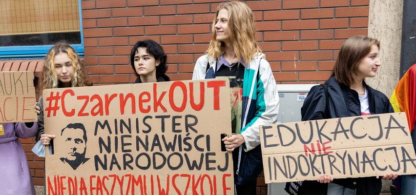 """Krzyczeli """"Czarnek precz!"""", ale takiej reakcji ministra edukacji się nie spodziewali. Co za gest!"""