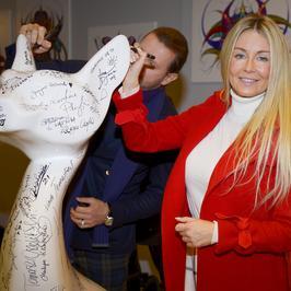 Małgorzata Rozenek-Majdan w czerwonym płaszczu wspiera akcję Ewy Minge. Jest też Radosław