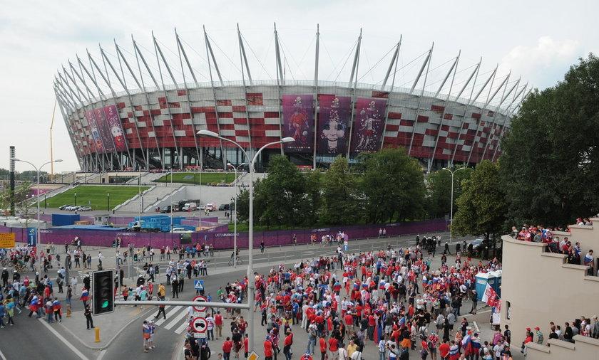 Przemarsz rosyjskich kibiców na Stadion Narodowy