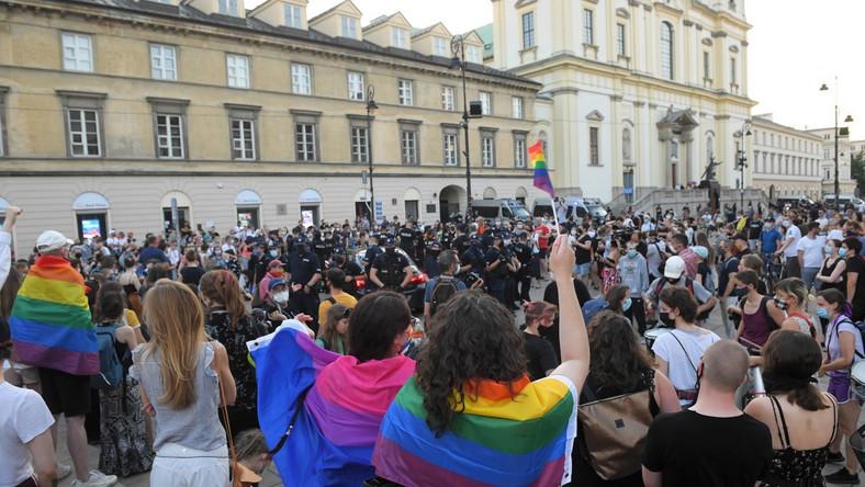 Protest aktywistów LGBT na Krakowskim Przedmieściu w Warszawie