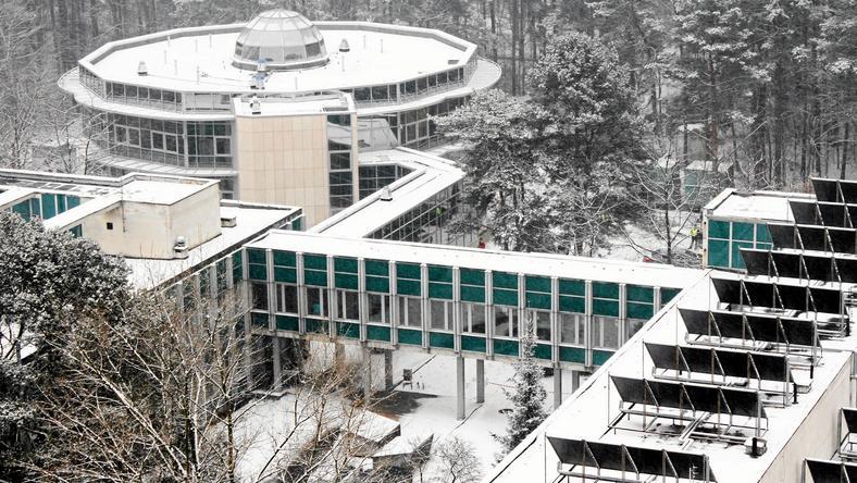 Budynek Kliniki Budzik przy szpitalu Centrum Zdrowia Dziecka w Międzylesiu